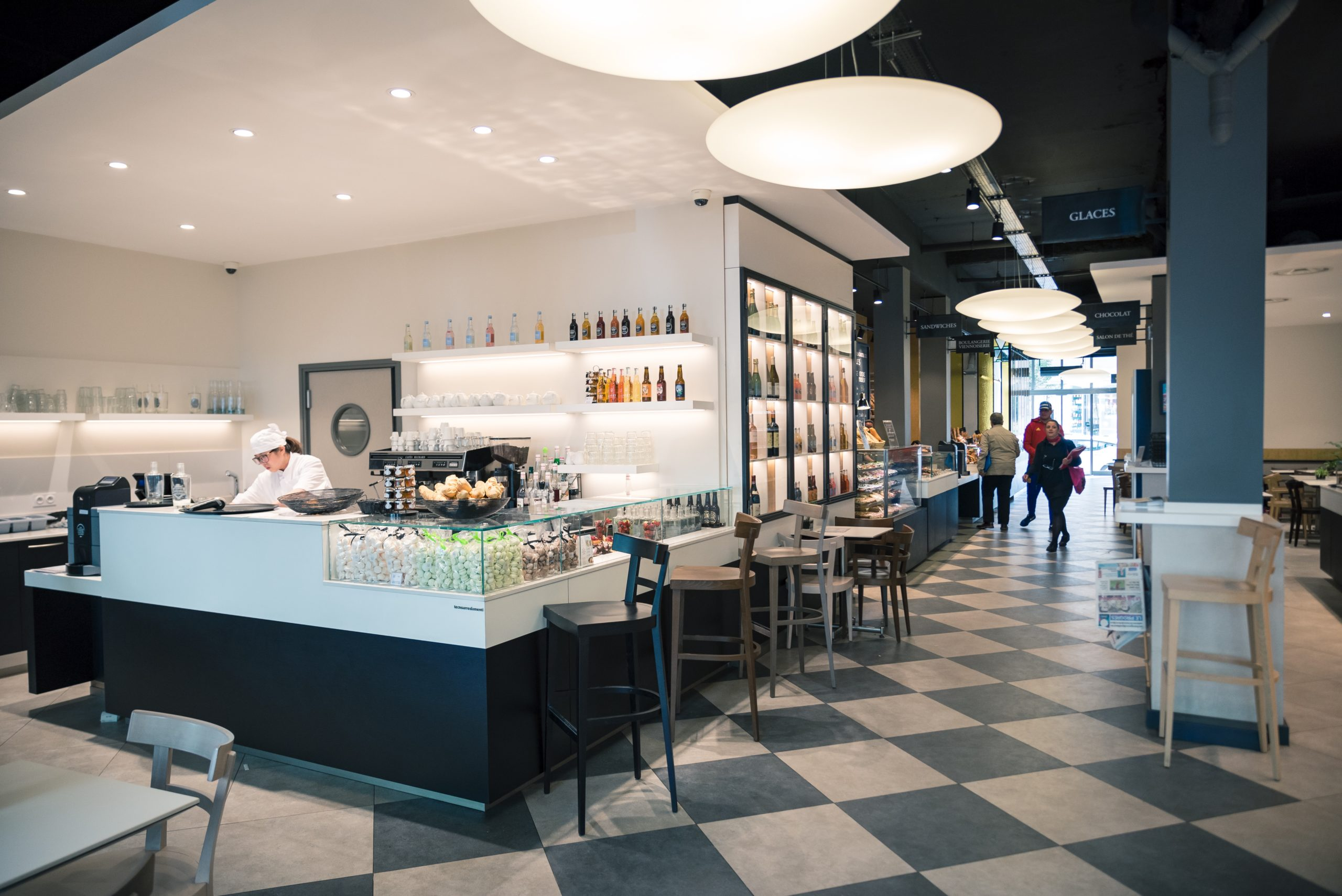 Intérieur de la boutique du Passage Gourmand des Gratte-Ciel Bettant à Villeurbanne