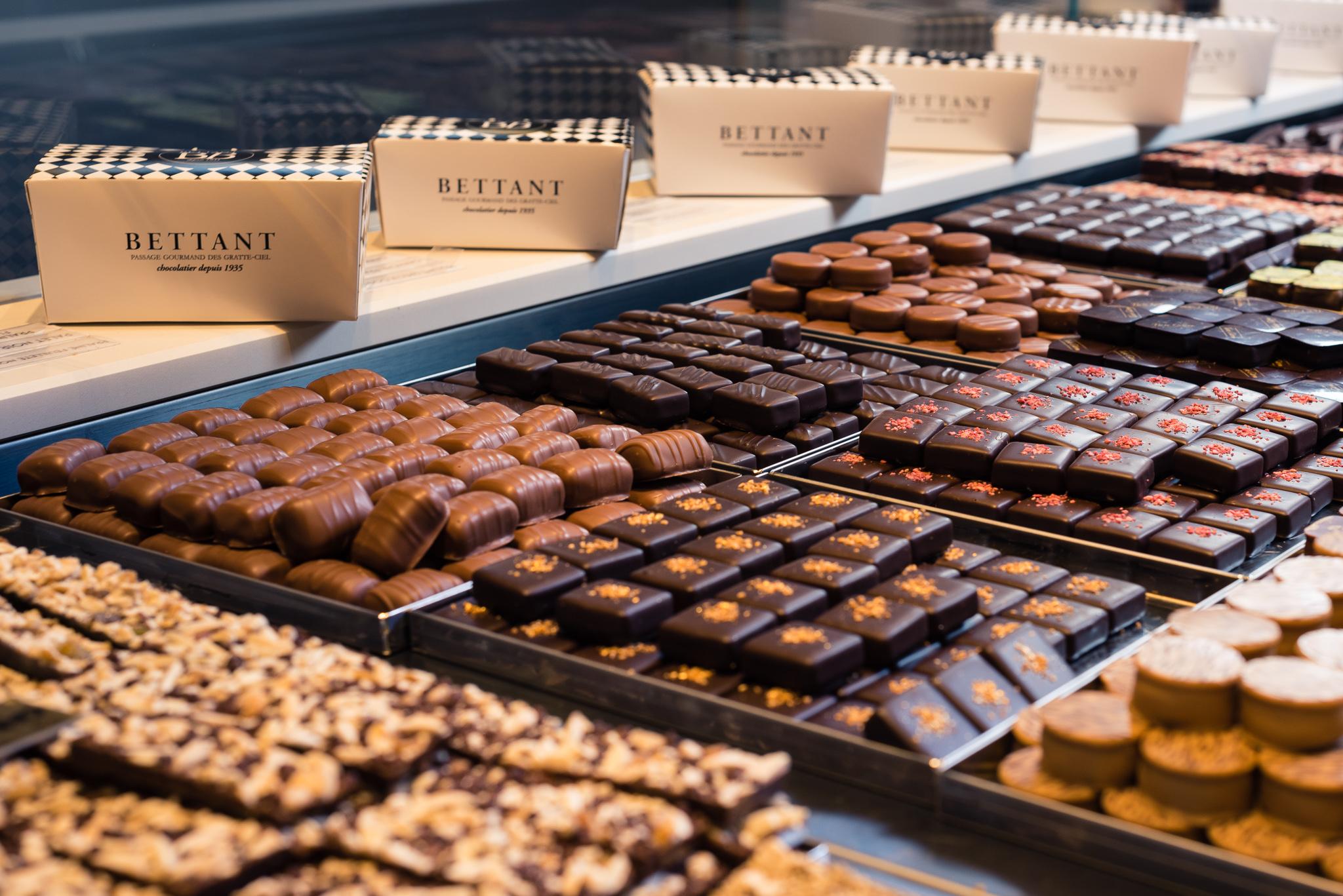 Chocolats maison en vitrine, Maison Bettant chocolatier à Villeurbanne