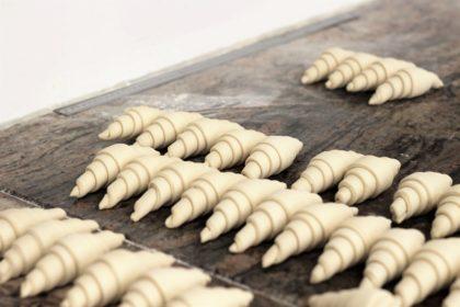 Croissants façonnés juste avant cuisson Maison Bettant à Villeurbanne